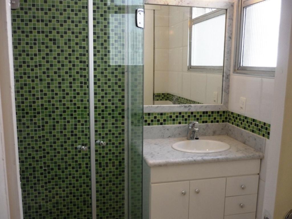 Apto Copacabana -> Box De Banheiro Com Pastilha De Vidro